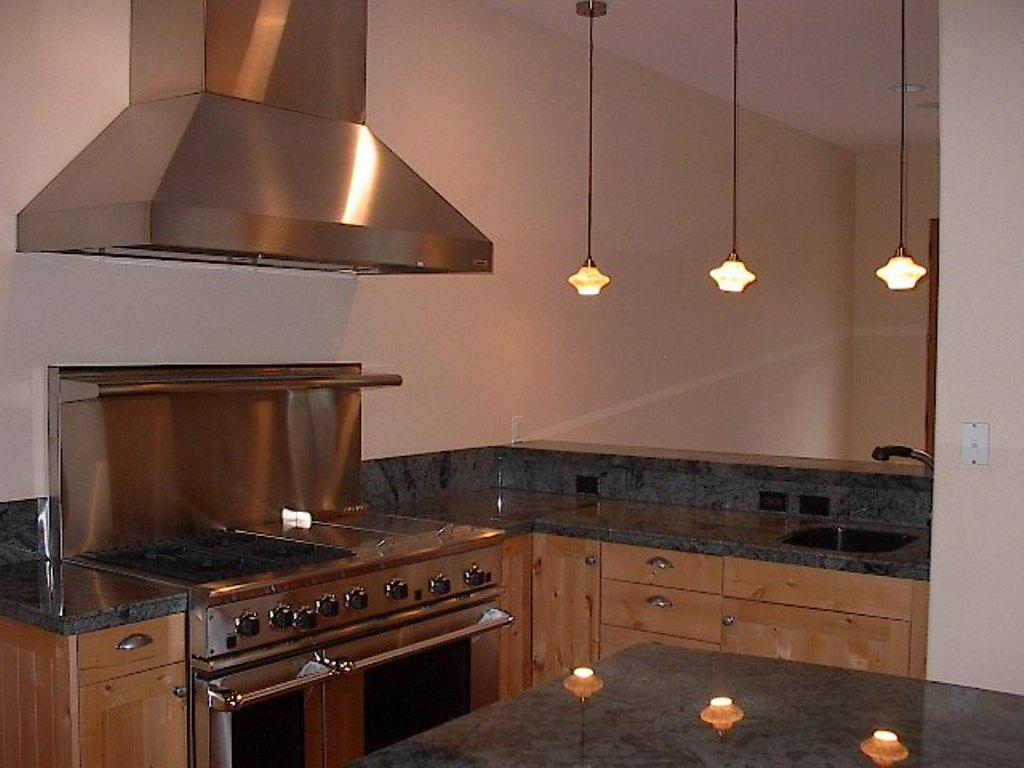 Tuscan feel denver kitchen remodel da vinci remodeling for Kitchen remodel denver